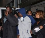 Bobby Brown arrive à Los Angeles le 12 février 2012 après l'hospitalisation de sa fille suite à la mort de Whitney Houston