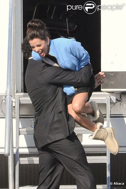Eva Longoria et Ricardo Chavira, très complices, sur le tournage de la dernière saison de Desperate Housewives à Los Angeles le 13 février 2012