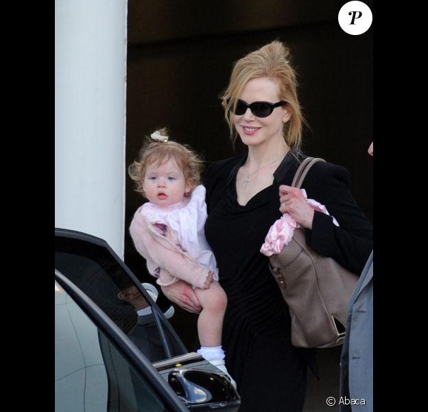 Nicole Kidman souriante et la petite Faith Margaret le 14 février 2012 à Sydney