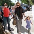 Nicole Kidman, Keith Urban et ses filles Sunday Rose et Faith Margaret le 5 février 2012 à Los Angeles