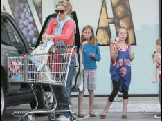 PHOTOS EXCLUSIVES : Tea Leoni, une maman cool au supermarché...