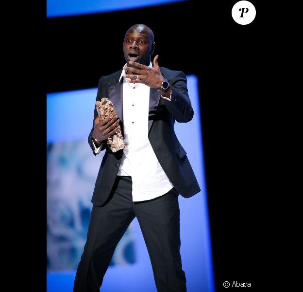 Omar Sy lors des César 2012 le 24 février : il reçoit le prix du meilleur acteur pour son interprétation dans Intouchables