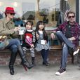 """""""Pause gourmande : Johnny Hallyday et Laeticia dégustent des glaces avec  leurs filles Jade et Joy après l'école, à Los Angeles, le 7 février  2012."""""""