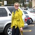 Katherine Heigl souriante le 6 mars 2012 dans les rues de Los Angeles