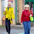 Katherine Heigl sort d'un déjeuner avec sa maman Nancy, à Los Angeles, le 6 mars 2012