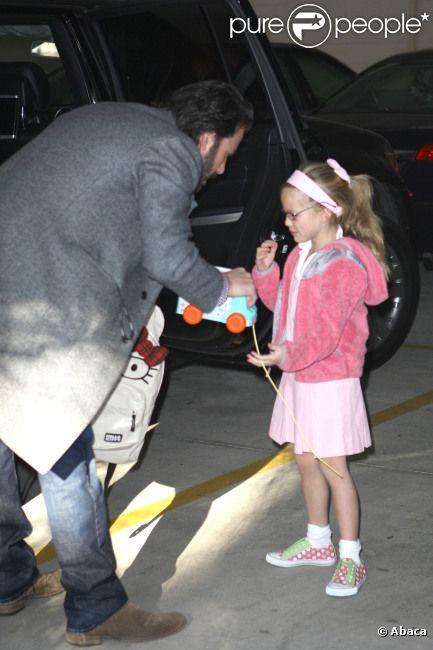 Ben Affleck emmène sa fille Violet à l'école, le 8 mars 2012 à Los Angeles