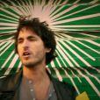 Image du clip de  Laisse moi m'en aller , troisième extrait de l'album  Juste comme ça  de Mickaël Miro (mars 2012).
