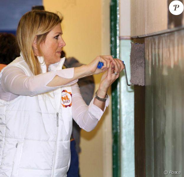 Le prince Willem-Alexander et la princesse Maxima des Pays-Bas ont participé à la rénovation des locaux du club de scout Satoko Kitahara, le 16 mars 2012, dans le cadre de la Journée du bénévolat.