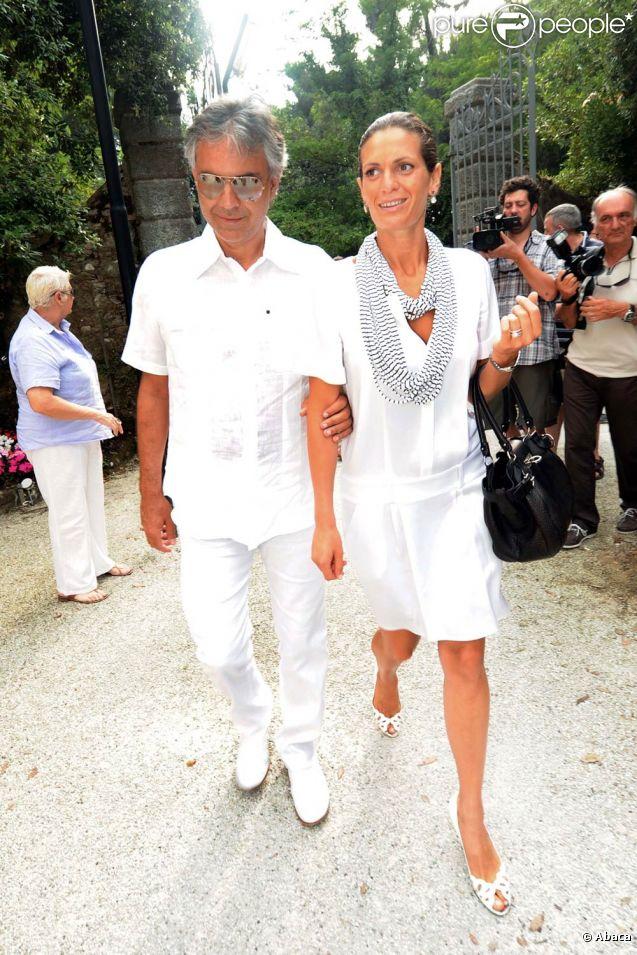 Andrea bocelli et sa compagne veronica berti photo à pietrasanta
