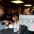 Certains fans de M. Pokora avaient même préparé des banderoles en son honneur, à la Fnac Montparnasse, le mercredi 21 mars à Paris.