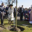 Le prince Charles et Camilla Parker Bowles en visite à l'église anglicane St Alban de Copenhague, le 25 mars 2012, pour un service religieux et la plantation d'un arbre commémorant le jubilé de diamant de la reine Elizabeth II.