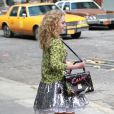 AnnaSophia Robb dans un look coloré sur le tournage de The Carrie Diaries à New York. Le 1er avril 2012