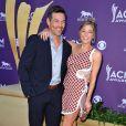 Eddie Cibrian et LeAnn Rimes hilares et complices lors de la 47e cérémonie des American of Country Music (ACM) Awards, qui s'est déroulée le 1er avril 2012 au MGM Grand Garden Arena de Las Vegas.