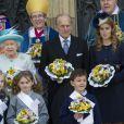 La reine Elizabeth II était accompagnée de son mari le duc d'Edimbourg et de sa petite-fille la princesse Beatrice d'York, le 5 avril 2012, pour le Royal Maundy Service, la cérémonie du Jeudi saint, à York Minster, cathédrale d'York.