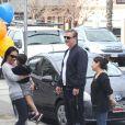 Chris Noth et sa femme Tara Wilson, le 17 février 2012 avec leur fils Orion.
