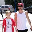 Ryan Phillippe et sa fille Ava, 12 ans, se baladent à Los Angeles, le 29 mars 2012