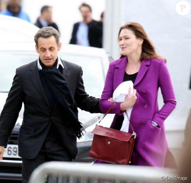 Carla Bruni et Nicolas Sarkozy place de la Concorde à Paris, dimanche 15 avril 2012.