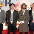 Marcus Mumford (2ème en partant de la gauche) pose avec son groupe Mumford & Sons lors des Brits Awards en février 2011