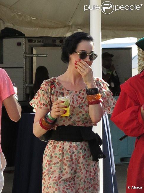 Dita Von Teese assiste au festival de Coachella, à Indio, le samedi 21 avril 2012.