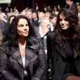 Jade Foret et sa maman au premier rang de l'assemblée générale des actionnaires de Lagardère, à Paris, le 3 mai 2012.