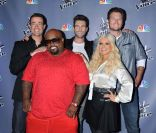 Carson Daly et le jury de  The Voice  version US - Christine Aguilera, Adam Levine, Cee Lo Green et Blake Shelton - actuellement en pleine saison 2 sur NBC. Ici photographiés à Los Angeles, le 29 octobre 2011.