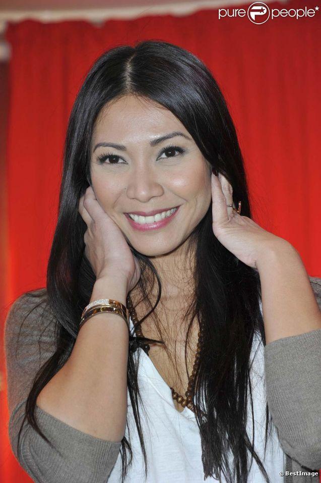 Anggun à la conférence de presse de l'Eurovision 2012 à Paris, le 26 avril 2012.