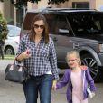 Jennifer Garner emmène son adorable fille Violet à son cours de ballet et s'amuse avec les paparazzi, le 12 mai 2012 à Los Angeles