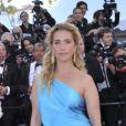 Vahina Giocante sur le tapis rouge de l'ouverture du festival de Cannes 2012 le 16 mai