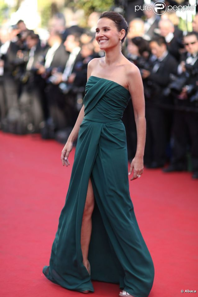 Virginie Ledoyen, portant une robe Elie Saab, sur le tapis rouge de l'ouverture du festival de Cannes 2012 le 16 mai