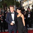 Alec Baldwin et Hilaria Thomas lors de la présentation du film d'ouverture Moonrise Kingdom au festival de Cannes le 16 mai 2012