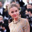 La sublime Barbara Palvin, à peine 18 ans, foule le tapis rouge du Palais des Festivals pour la projection du film Lawless. Cannes, le 19 mai 2012.