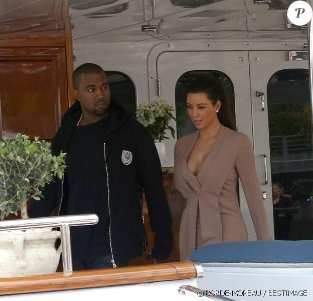 Sur leur yacht, Kanye West et sa chérie Kim Kardashian qui sont arrivés à Cannes, le 23 mai 2012