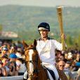 Zara Phillips était le 23 mai 2012 la dernière relayeuse de la torche olympique au 5e jour de son périple, portant la flamme à l'hippodrome de Cheltenham en selle sur Toytown, cheval adoré avec lequel elle était devenue championne du monde de concours complet en 2006.