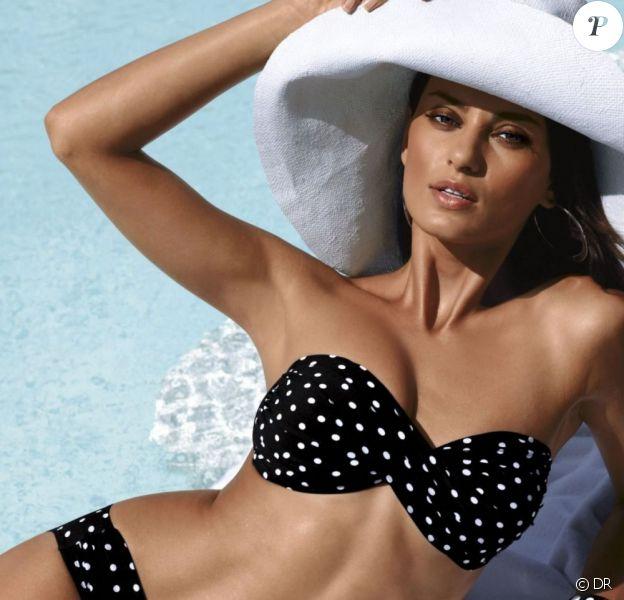 Catrinel Menghia ultra sexy, se prélaisse au bord d'une piscine pour Bogner.