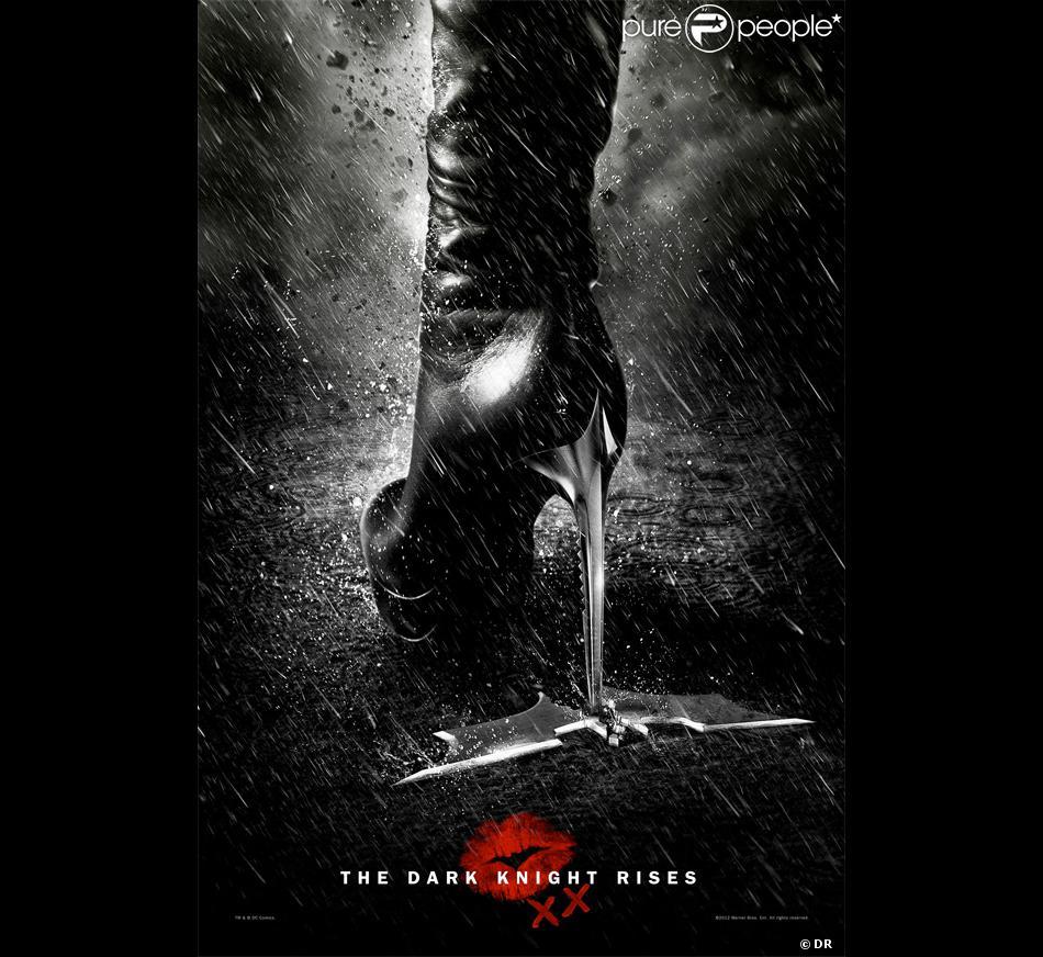 Anne Hathaway Et Raffaello Follieri à New York City En: Nouveau Poster Du Film The Dark Knight Rises Avec Le Talon