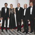 Le prince Albert et la princesse Charlene de Monaco donnaient le 27 mai au Sporting Club de Monte-Carlo un dîner de gala ponctuant, dans le faste et la bonne humeur, le Grand Prix de Monaco 2012. Le vainqueur de la course Mark Webber et sa femme Ann Neal étaient leurs invités spéciaux.