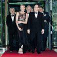 Le prince Albert et la princesse Charlene de Monaco arrivent au Sporting Club de Monte-Carlo le 27 mai pour le dîner de gala ponctuant, dans le faste et la bonne humeur, le Grand Prix de Monaco 2012. Le vainqueur de la course Mark Webber et sa femme Ann Neal étaient leurs invités spéciaux.