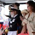 La princesse Eugenie au premier plan, le prince Michael et la princesse Michael de Kent en arrière-plan.   Elizabeth II avait réuni autour d'elle sur la barge royale Spirit of Chartwell le duc d'Edimbourg, le prince Charles et Camilla Parker Bowles, le prince William et Catherine, duchesse de Cambridge (Kate Middleton), et le prince Harry, pour la parade fluviale sur la Tamise du jubilé de diamant, le 3 juin 2012.