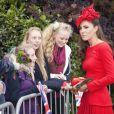 Kate Middleton, presque plus rouge que la barge royale Spirit of Chartwell, a bien failli éclipser Elizabeth II lors de la parade fluviale sur la Tamise pour le jubilé de diamant de la reine, à Londres, le 3 juin 2012.