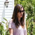 Alessandra Ambrosio visite une maison dans le quartier de Brentwood avec son fiancé Jaime Mazur et un agent immobilier. Los Angeles, le 7 juin 2012.