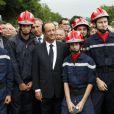 Le président de la république Francois Hollande participe à la marche en hommage aux martyrs du nazisme à Tulle dans le sud de la France le 9 juin 2012