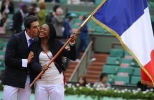 Roland-Garros 2012 : Laura Flessel reçoit le drapeau olympique avant la finale
