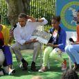 Michelle et Barack Obama en compagnie de leur filles Malia et Sasha et de leur chien Bo, à Washington, le 9 avril 2012.