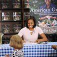 Michelle Obama signe son livre dans une librairie de Washington, le 12 juin 2012.