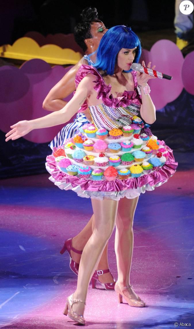 Katy perry habill e d 39 une jolie robe cupcake durant son - Jolie cupcake ...