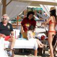 Flavio Briatore, sa femme Elisabetta Gregoraci et leur fils Falco se détendent sur une plage à Spiaggia, le 17 juin 2012.