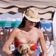 Elisabetta Gregoraci, sexy sur une plage à Spiaggia, le 17 juin 2012.