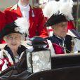 La reine Elizabeth II et le prince Philip lors de la cérémonie de l'Ordre de la Jarretière au château Windsor, à Londres, le 18 juin 2012