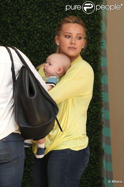 Hilary Duff et son fils Luca, le mardi 19 juin 2012, à Los Angeles.