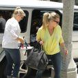 Séance shopping pour Hilary Duff et sa maman, le mardi 19 juin 2012, à Los Angeles.